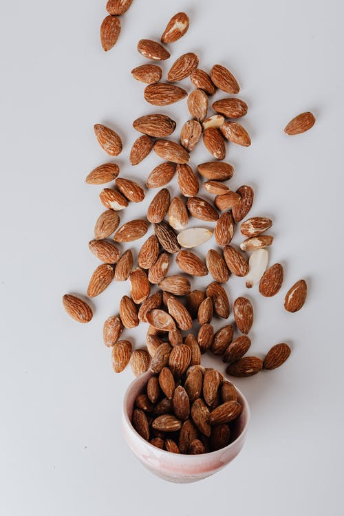 Almonds as an example of healthy food for students during exams