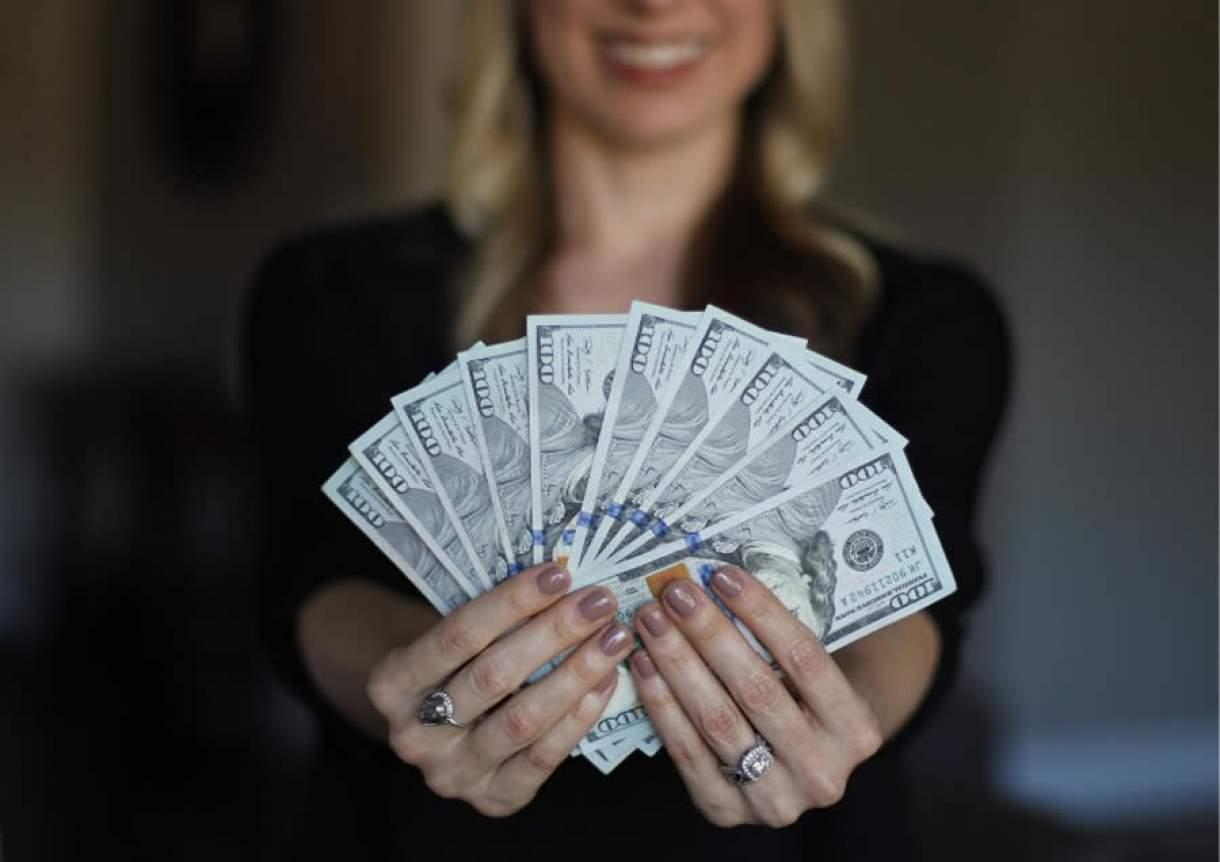 O que significa sonhar com notas de dinheiro