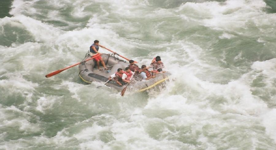 River rafting on the banks of the river Teesta