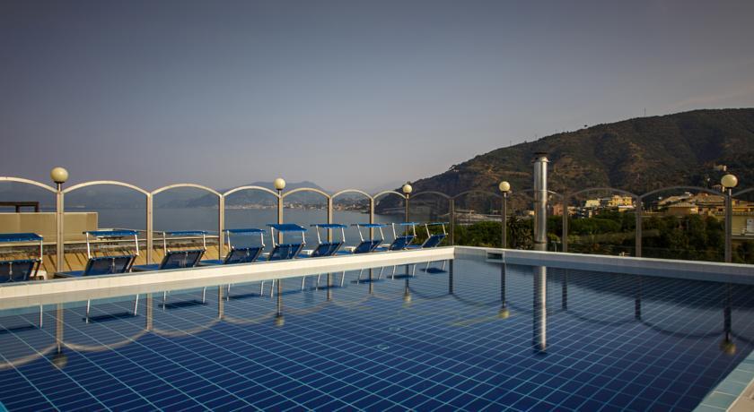 http://r-ak.bstatic.com/images/hotel/840x460/502/50247134.jpg