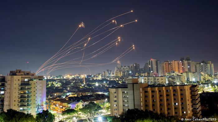 در درگیریهای اخیر میان فلسطینیان و اسرائیل تاکنون چند هزار راکت توسط حماس و جهاد اسلامی از نوار غزه بسوی شهرهای اسرائیل پرتاب شدهاند. بخش اعظم این راکتها توسط سامانه پدافند هوایی گنبد آهنین اسرائیل، رهگیری و منهدم شدهاند.