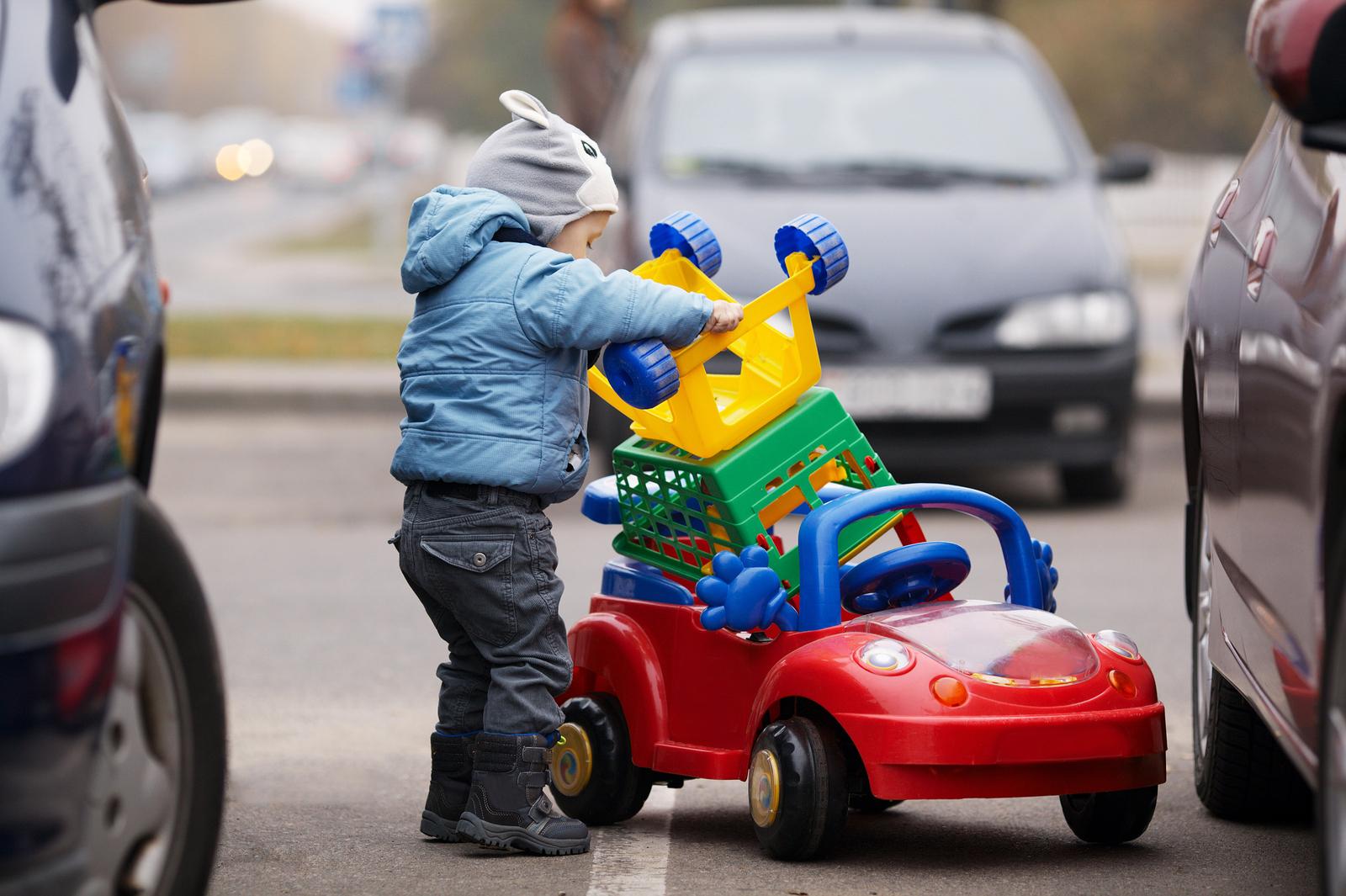 la seguridad de los bebés en silla de coche