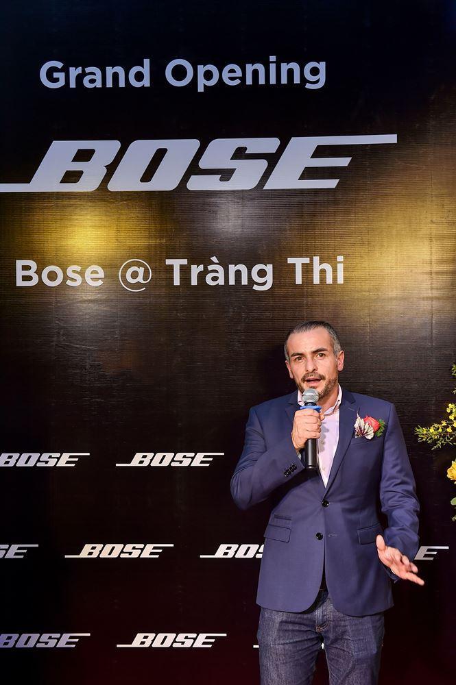 Khách hàng thích thú tham dự sự kiện khai trương Bose Store lớn nhất Việt Nam - Ảnh 2.