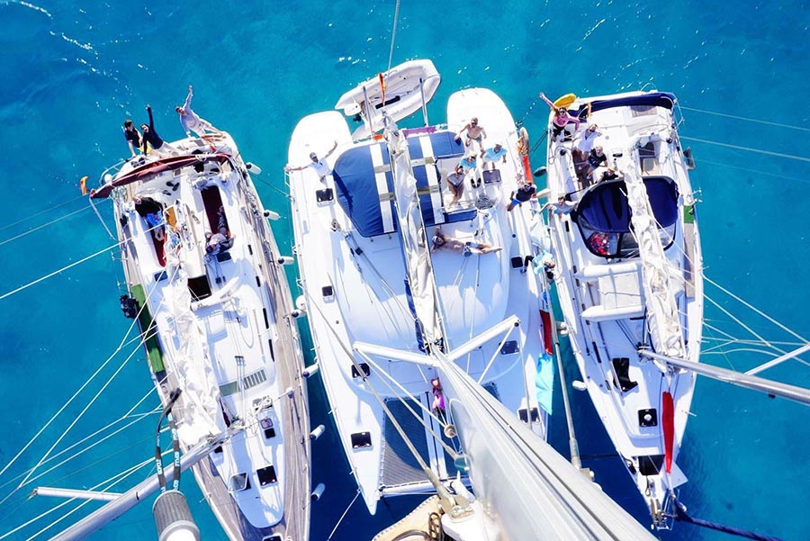 Катамаран и яхта. Сравнение размеров