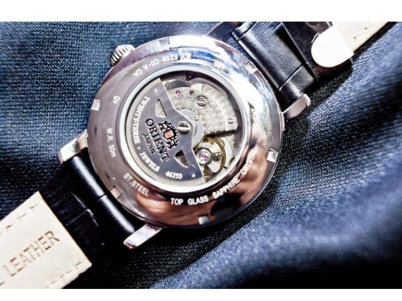Cận cảnh bộ máy của đồng hồ Orient