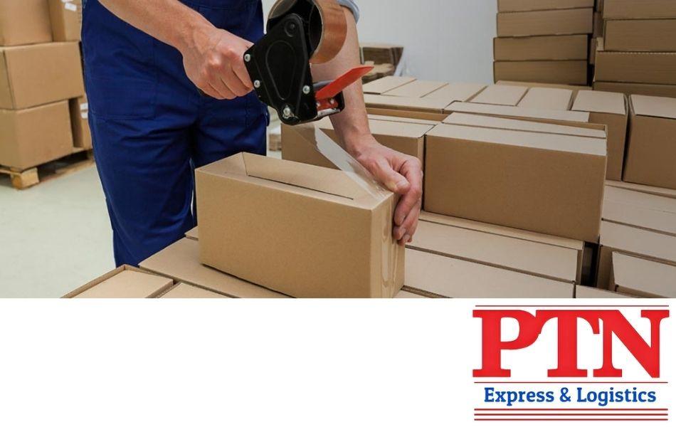 Vận chuyển hàng bằng đơn vị PTN Express