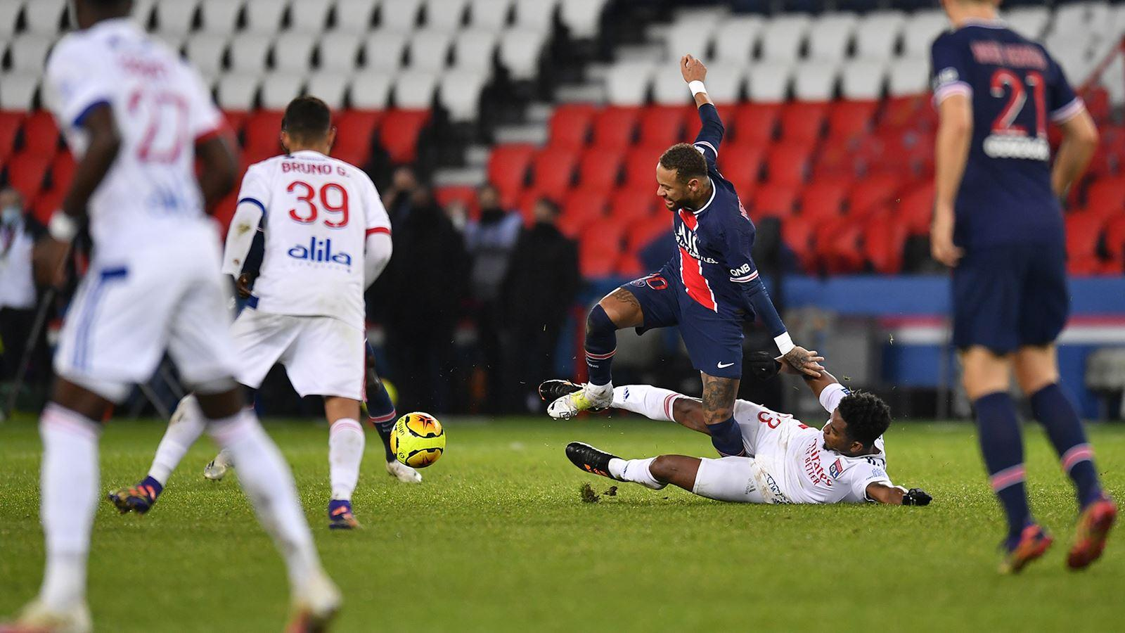 Lyon đã thắng PSG 1-0 ở trận lượt đi