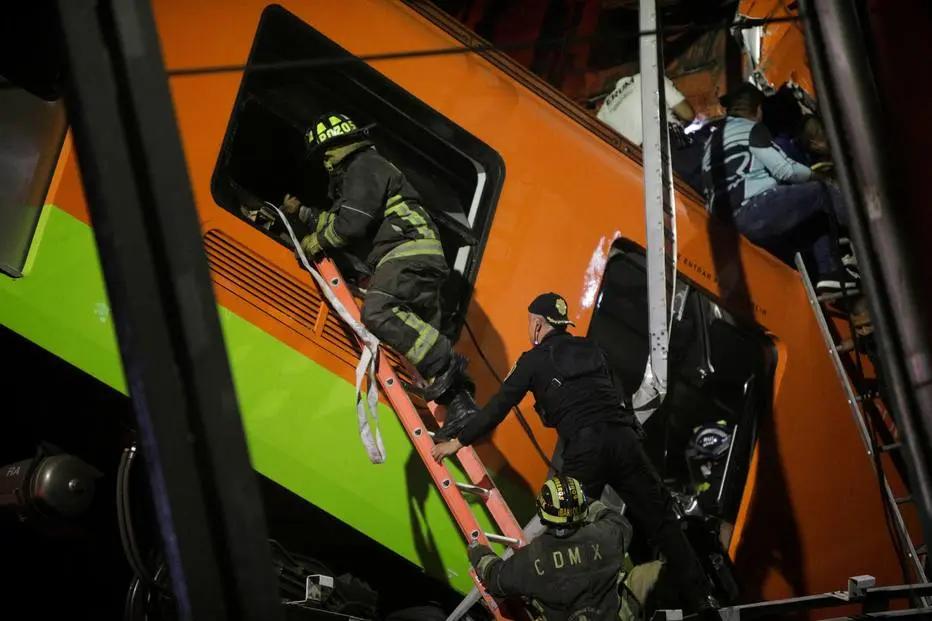 Equipes de resgate trabalham nos trilhos do metrô da Cidade do México. (Luis Cortes/REUTERS/Reprodução)