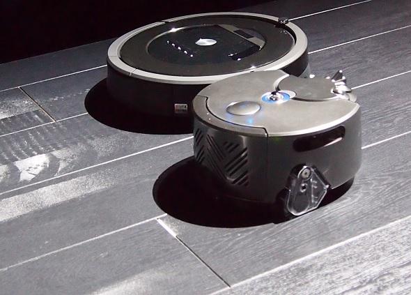 他のロボット掃除機との集じん力比較デモの様子