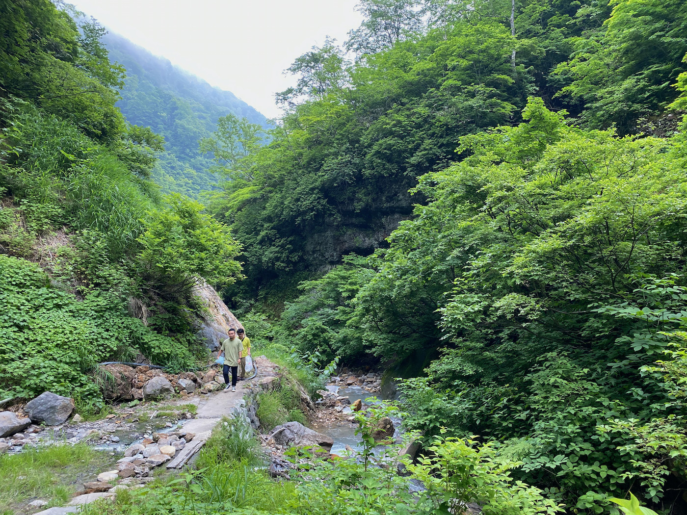 秘湯、燕温泉に向かう山道