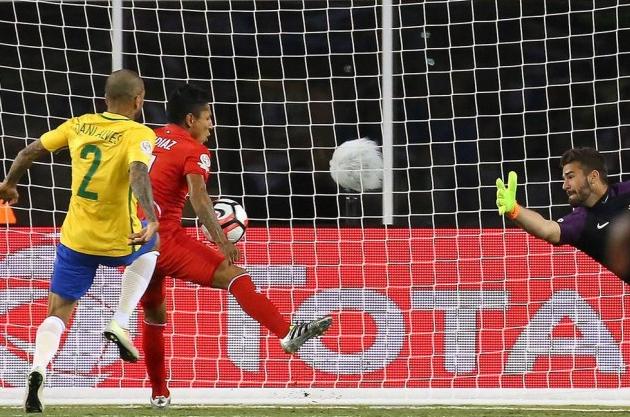 Gol de mão do Peru e Brasil eliminado da Copa América