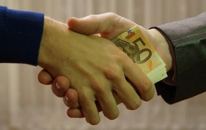 Lunasi Hutang tips mengelola keuangan dengan baik
