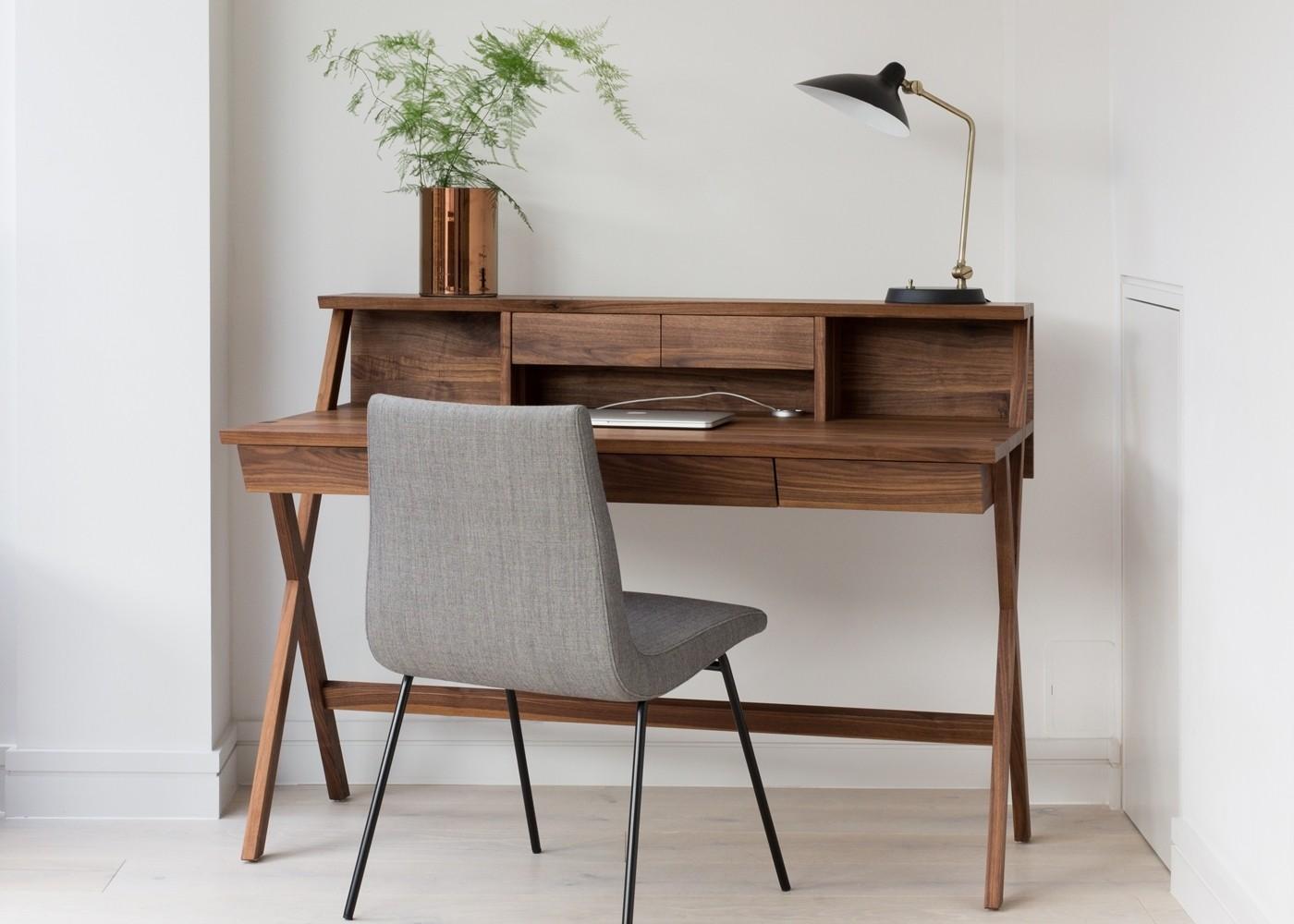 Inspirasi dekorasi area atau ruang kerja dengan meja multifungsi - source: heals.com