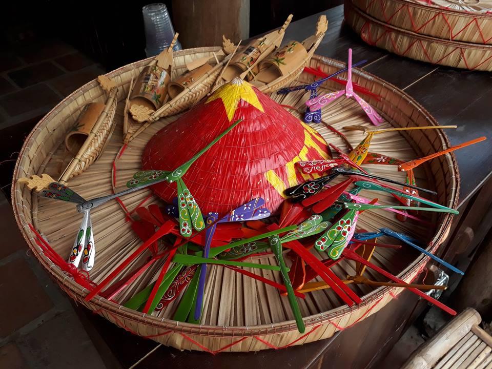 Các sản phẩm làng nghề xuất hiện một cách giản dị nhưng mang đậm chất Việt Nam