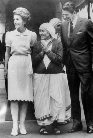 E:\Nana Tereze me Ronald Regan 1981.jpg