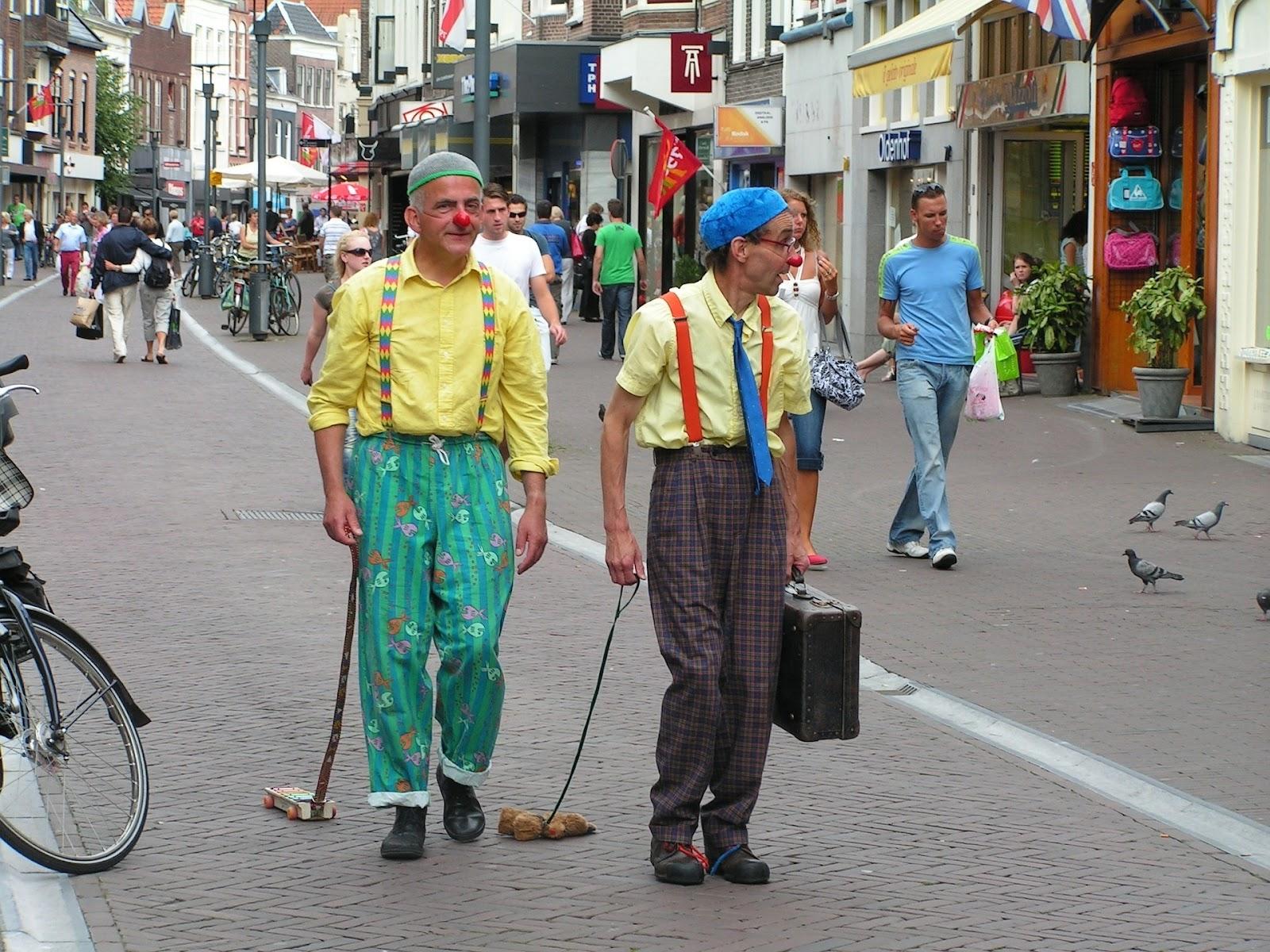 clowns-1517788_1920.jpg