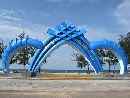 Biển Cửa Việt ngày càng thu hút khách du lịch.