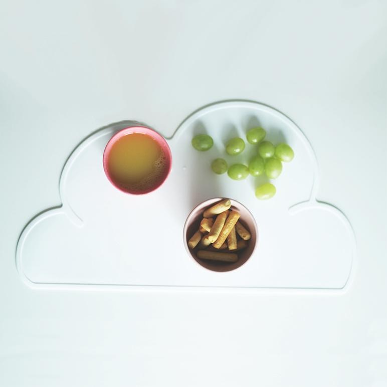 Nordisches Design Platzdeckchen aus Silikon in Wolkenform für Kinder weiss.jpg