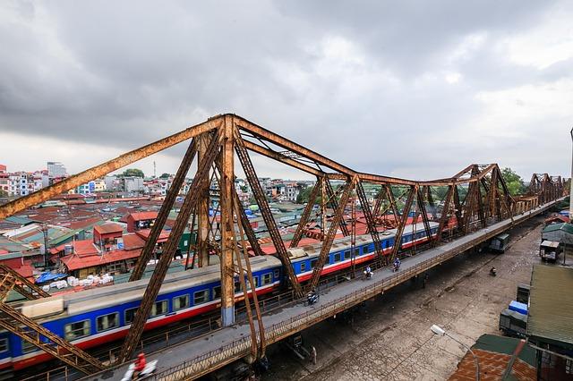 getting around Vietnam by train