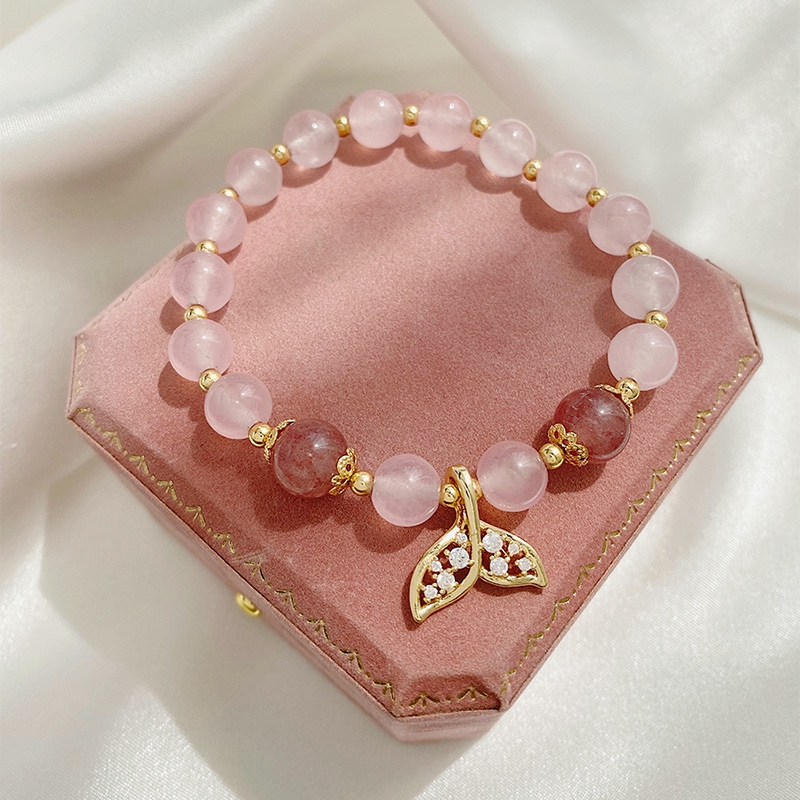 Đeo vòng tay pha lê hồng giúp đường tình duyên của tuổi Hợi suôn sẻ hơn