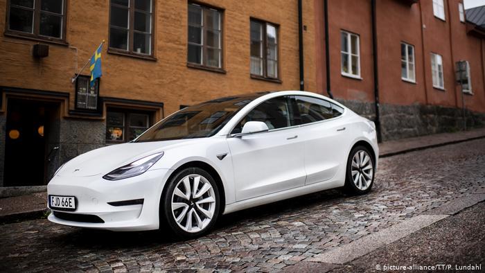 На такій Tesla їздить берлінська міністерка