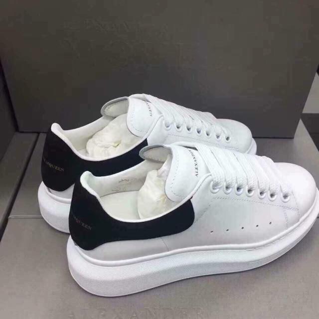 đôi giày Alexander Mcqueen chính hãng đặc trưng màu trắng