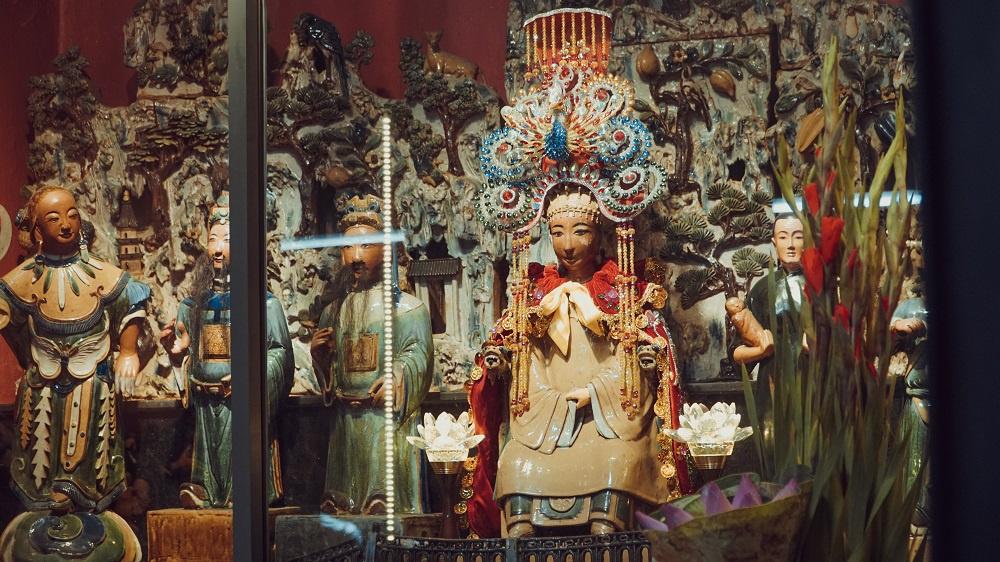 Chùa Ngọc Hoàng thờ ông Tơ và bà Nguyệt
