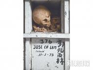 2009年,劉博智在夏灣拿中華義莊拍攝無人認領的骨殖。