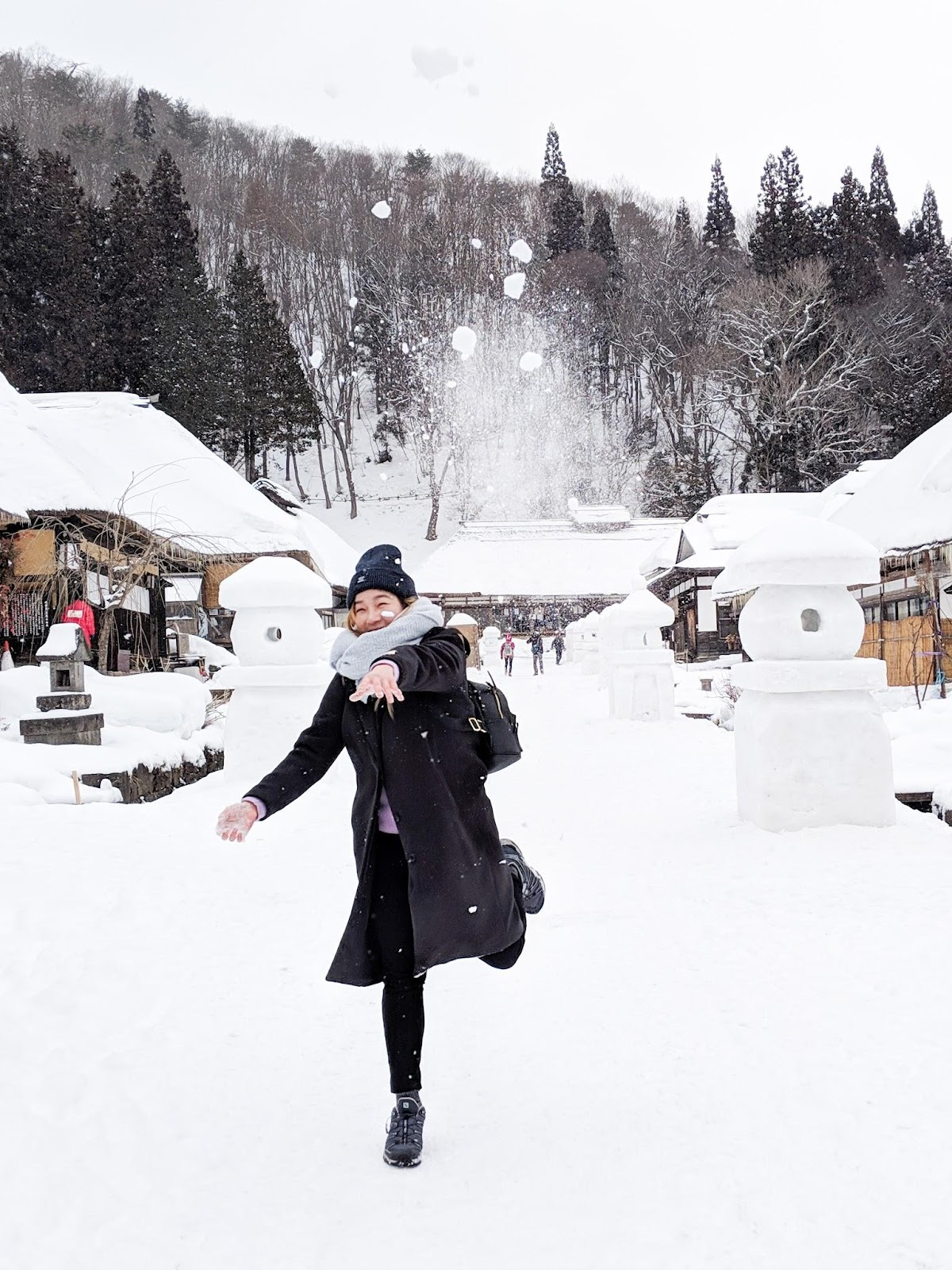 throwing snow balls in Ouchi-juku