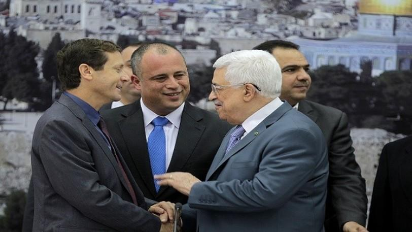 محمود عباس يستقبل زعيم حزب العمل «الإسرائيلي»