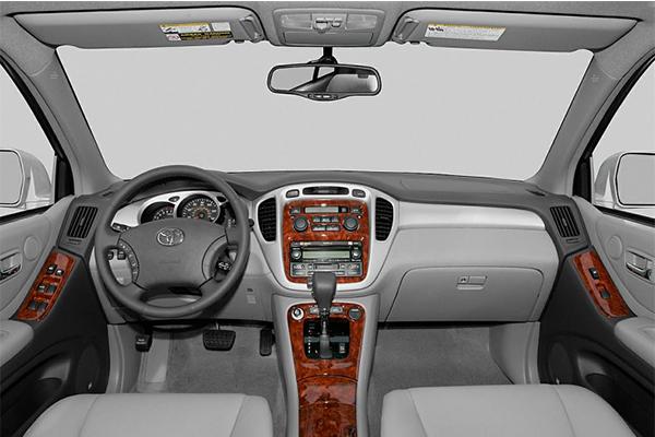 cabin-of-the-Toyota-highlander-2005