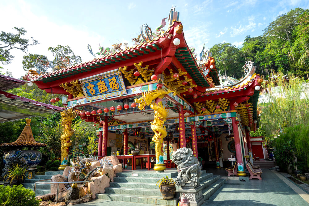 Beautiful architecture of Foo Lin Kong temple.