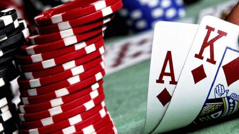 Để chơi Xì dách / blackjack trực tuyến đòi hỏi người chơi phải chọn nhà cái, mở tài khoản và nạp tiền mới có thể tham gia