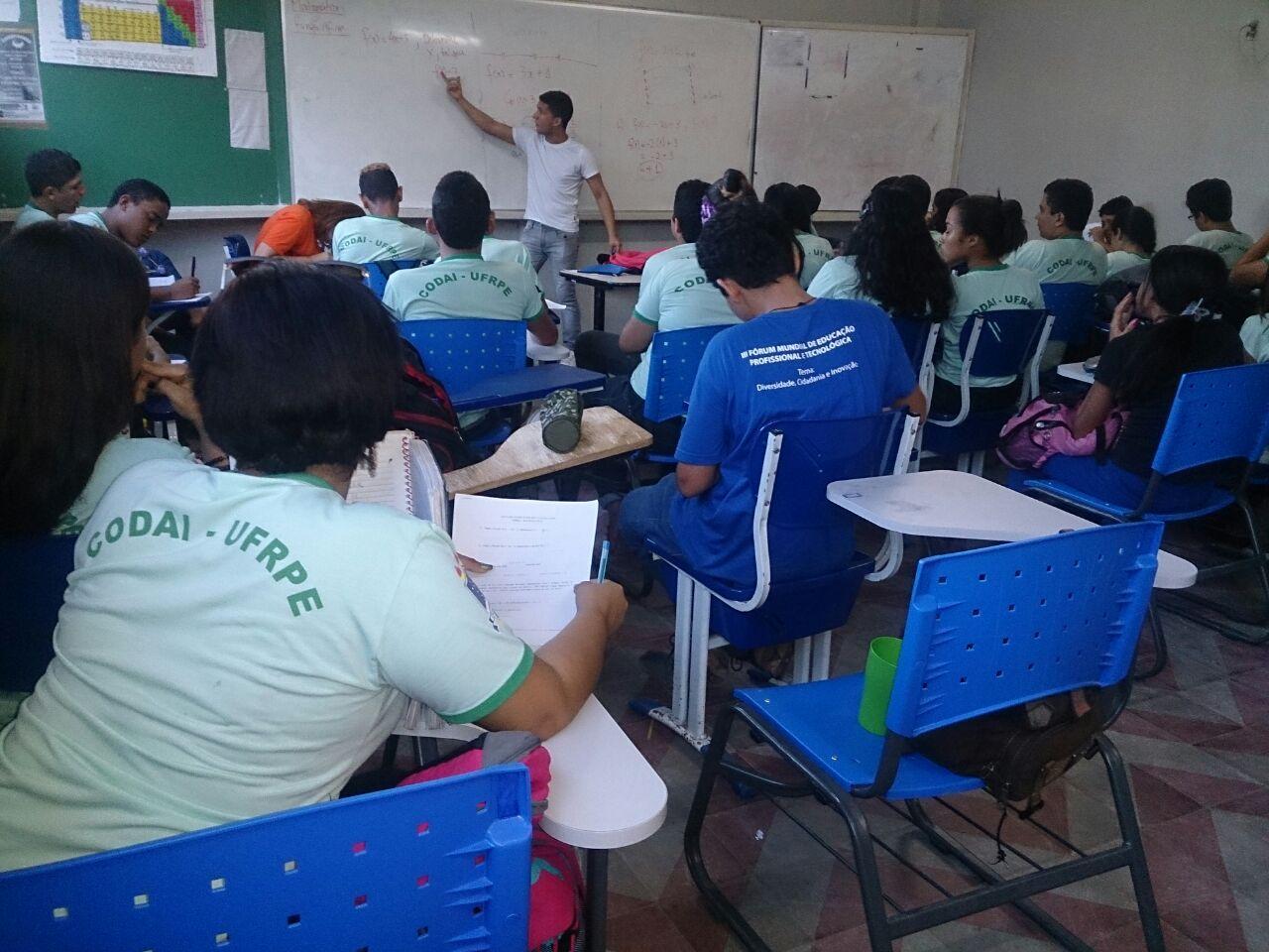 C:\Users\Angela\Dropbox\PIBID_Matemática_ID\IDs\Luiz Felipe\Produções\Fotos\IMG-20150703-WA0018.jpg