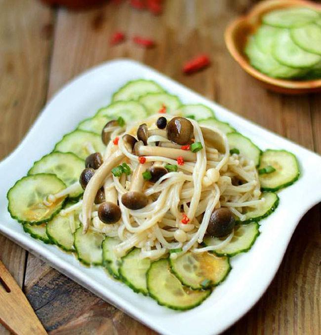 Salad dưa chuột kết hợp thêm với việc uống cà phê kháng mỡ giảm cân thiên nhiên việt giúp đốt cháy lượng mỡ thữa hiệu quả