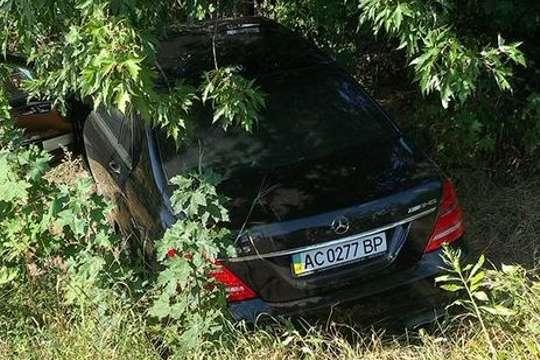 Автомобіль Димінського опинився в кущах