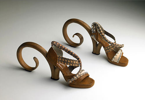 Pablo Reinoso THONET womany.net fashion highheels