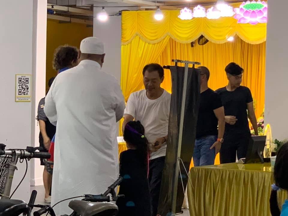 Muslim can attend non-muslim funeral