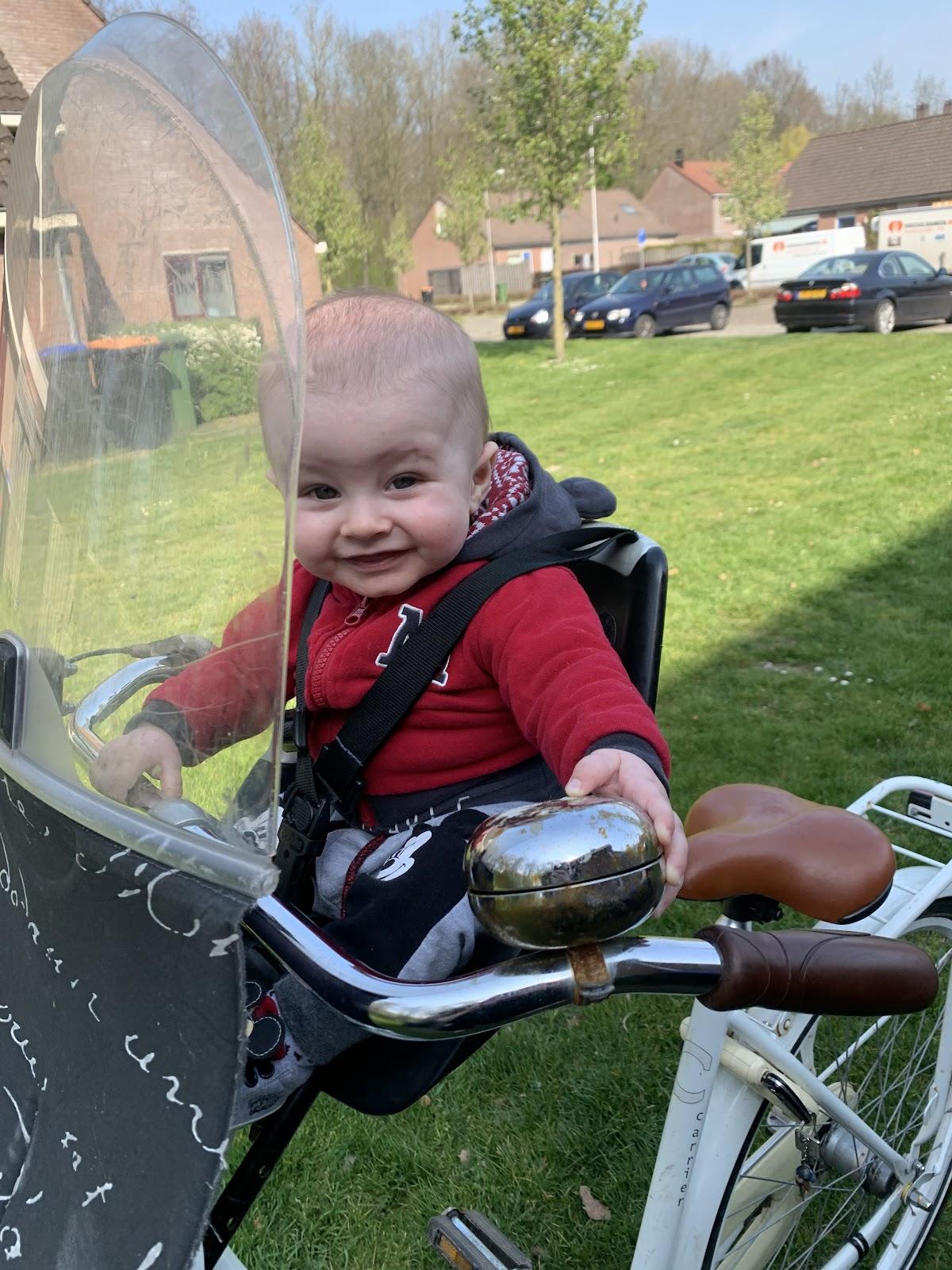 Jaye op de fiets