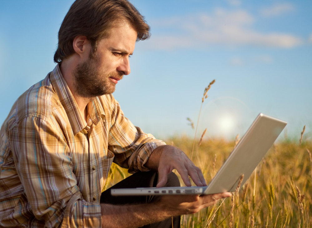 Novos serviços eletrônicos estão sendo oferecidos pelo governo federal. (Fonte: Shutterstock/inkyone/Reprodução)