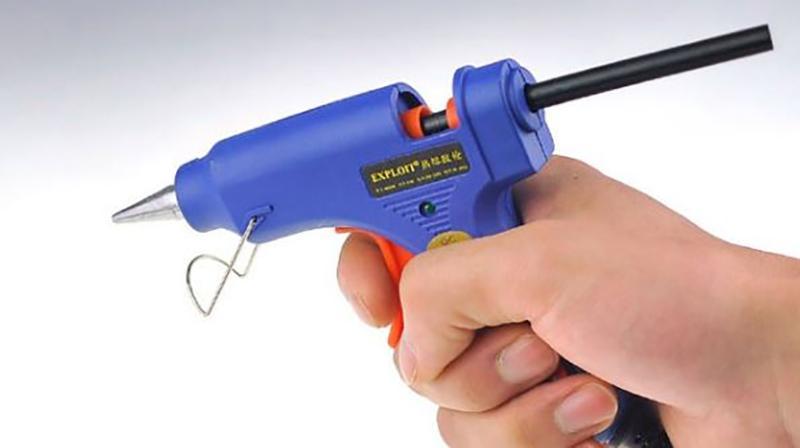 Súng bắn keo là thiết bị công nghiệp không thể thiếu trong môi trường làm
