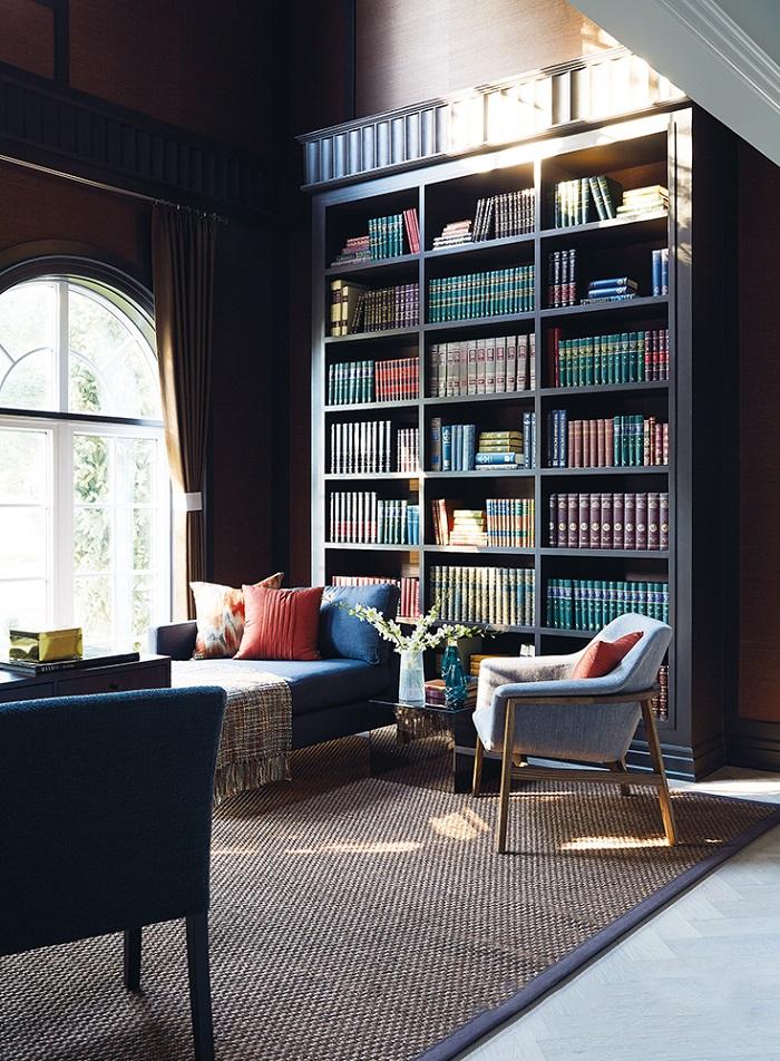 Sử dụng những gam màu trầm để thiết kế phòng đọc sách
