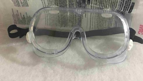 Kính bảo hộ mắt được tìm nhiều trong mùa dịch