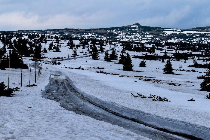 Obsah obrázku sníh, exteriér, obloha, příroda  Popis byl vytvořen automaticky