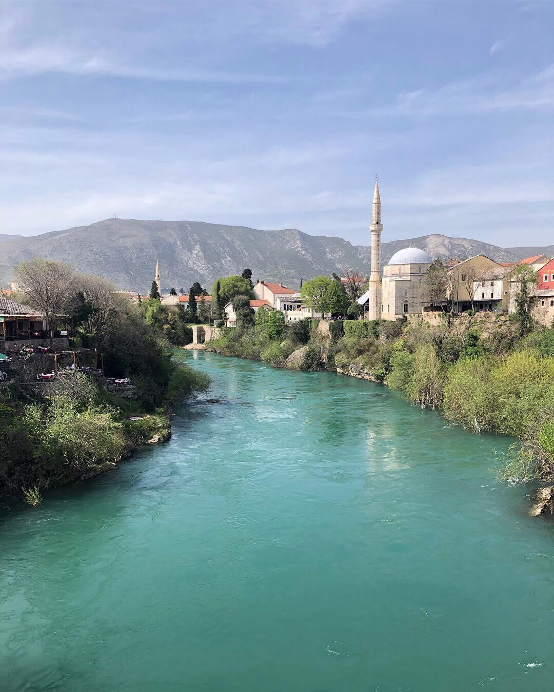 Výhľad na mesto Mostar v Bosne a Hercegovine