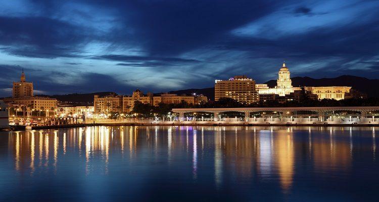 planes en Málaga de noche