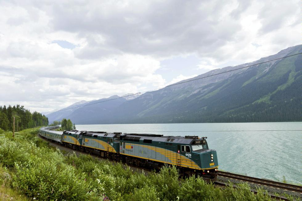 10 Reasons to Explore Canada by Rail