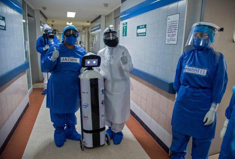 Robot chăm sóc sức khỏe tinh thần - LaLuchy Robotina