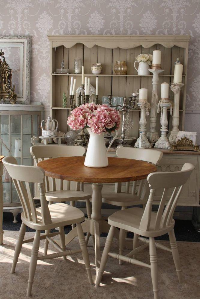 Meja makan bundar umumnya lebih efektif untuk ruangan kecil - source: pinterest.com