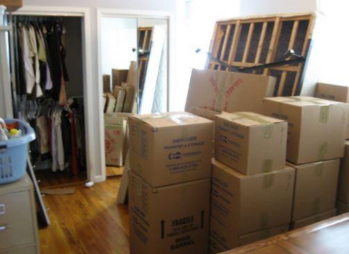Tháo dỡ và vệ sinh đồ đạc cần thiết khi chuyển trọ